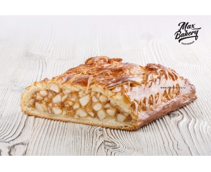 Пирог с яблоком и корицей
