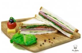 Сэндвич с ветчиной, сыром и розовым соусом